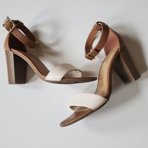 EUC | 7 | OLD NAVY | TWO TONE STACKED HEEL SANDALS